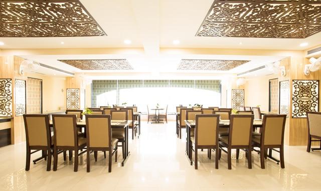 Restaurant_(2)-Edit