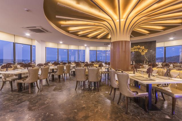 Restaurant_Full_View