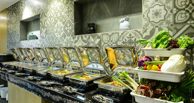 Business-hotel-Lunch-Buffet-Offers-Nest-Howard-Johnson-Kolkata