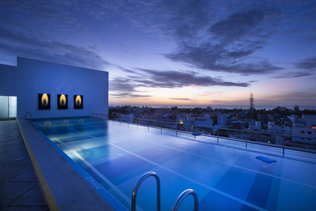 Swimming_Pool_Evening_View