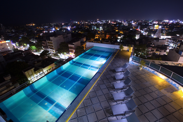 Swimming_Pool_Night_View