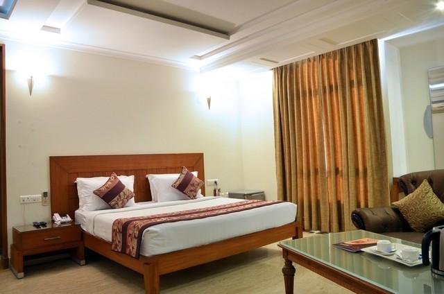Royal_Club_Room_1