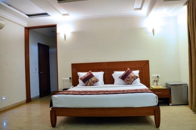 Royal_Club_Room_3