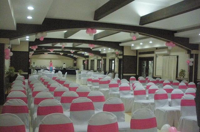 Chairman 39 s club resort bangalore room rates reviews deals for Swimming pool near sahakar nagar bangalore