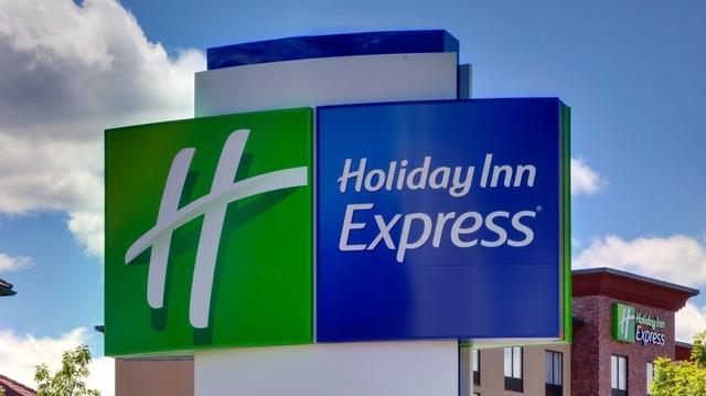 Holiday Inn Express & Suites Tulsa South - Woodland Hills, Tulsa ...