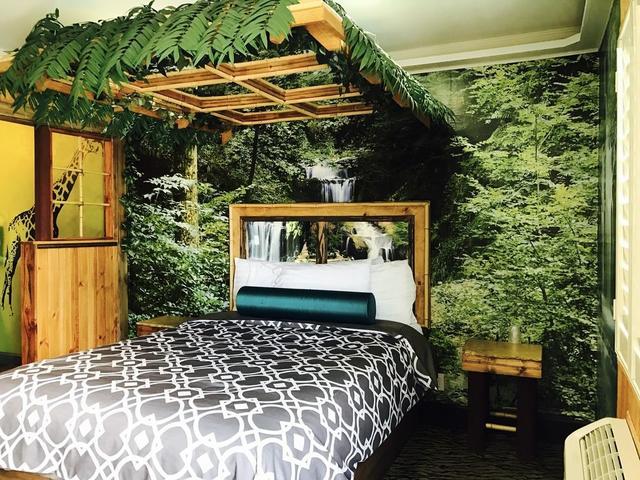 Royala Inn, Montebello. Use Coupon Code HOTELS & Get 10% OFF.