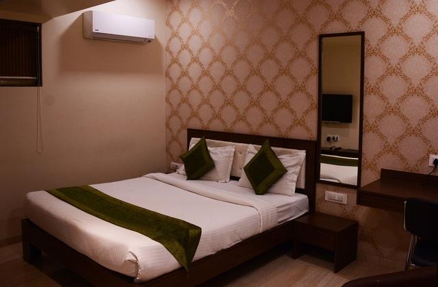Hazel-Double-Bed-Room