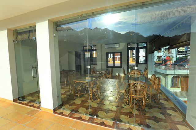 Restaurant-from-exterior