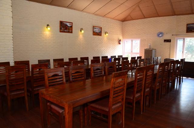 dining-ranikhet-himalayan-eco-lodges-1