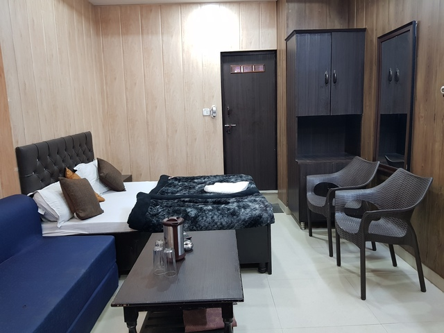 DELUXE_A.C_DOUBLE_BED_ROOM_(2)