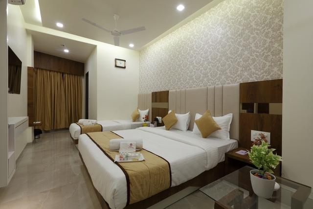 Hotel_Alka_Inn_Room_No._202_(Dlx)_1