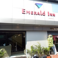 Hotel_Emerald_Inn_Exterior