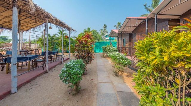 cottage-and-restaurant-springbeach-cottages-goa-1512718552