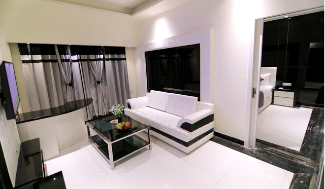 Deluxe_Suite_Room_2
