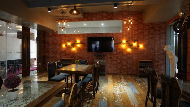 Restaurant_Four_02