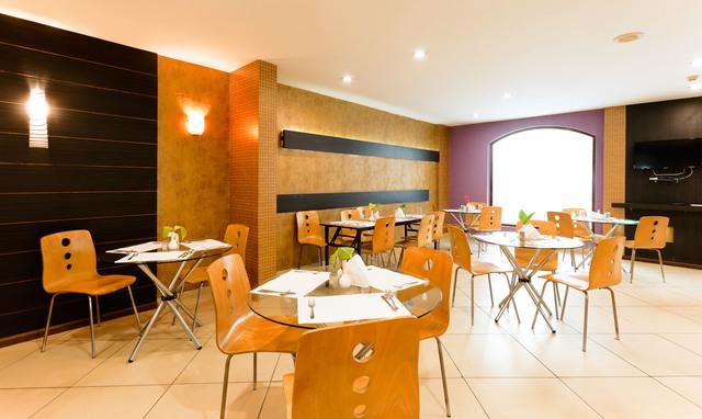 Restaurant_(2)-HDR