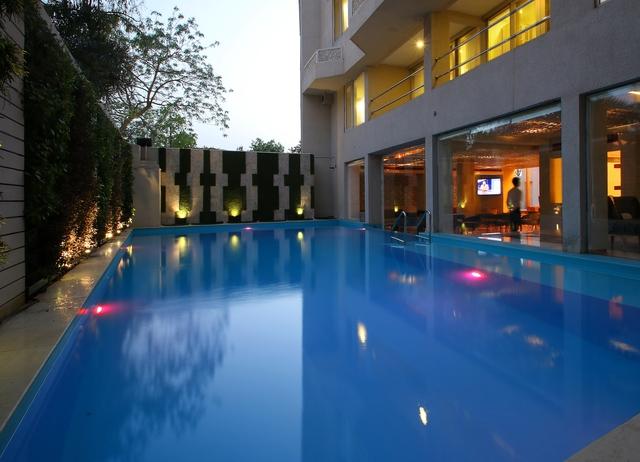 Swimming_Pool_Evening