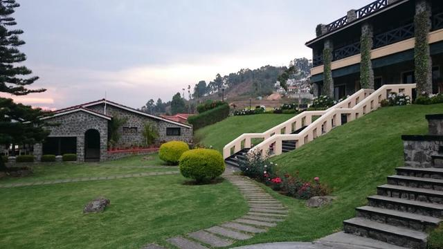 Lawn_Area_with_Scenic_View