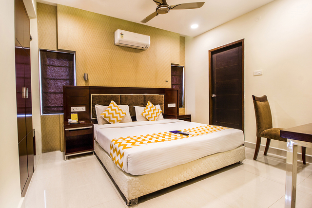 3._Suite_Room