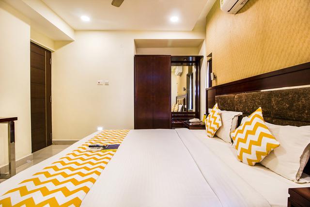 4._Suite_Room