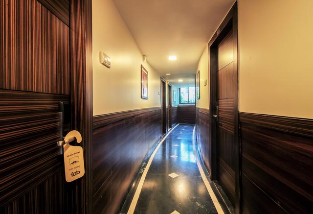 11_Hallway