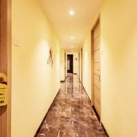 10.Hallway