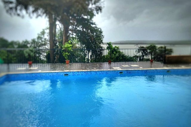 couple-friendly-budget-and-luxury-holiday-resort-near-anjuna-vagator-beach-north-goa