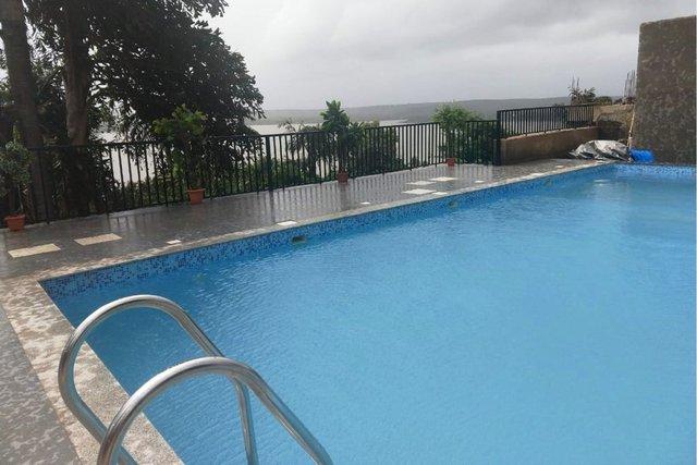 couple-friendly-sea-view-front-holiday-resort-in-anjuna-vagator-beach-north-goa