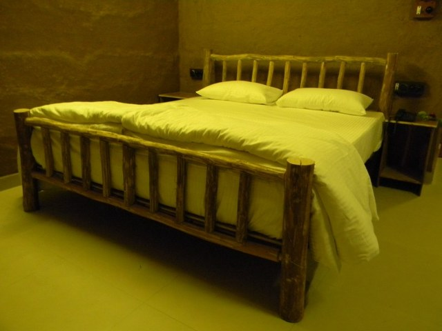King_Size_Royal_Bed_with_12inch_Pocket_Spring_Matress_(1)