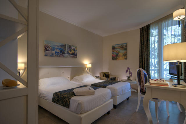 Hotel Excelsior Le Terrazze, Garda. Use Coupon Code HOTELS & Get 10 ...