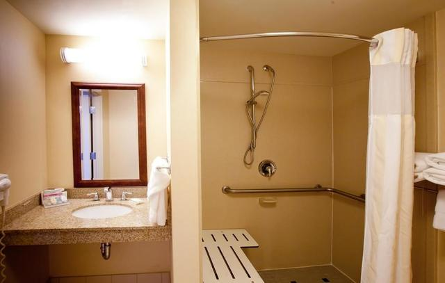 bathroom - Hilton Garden Inn Syracuse