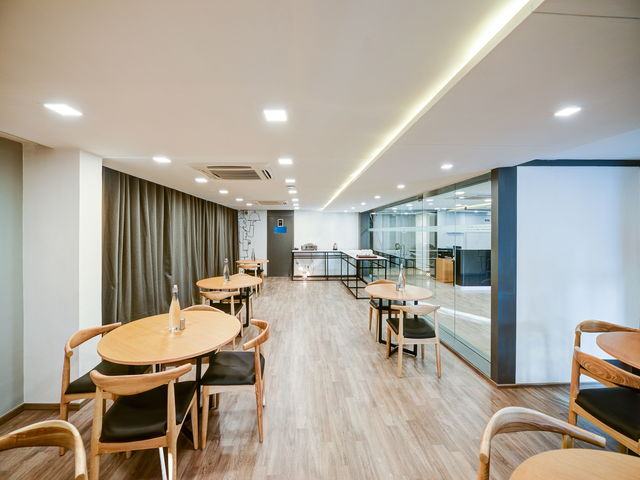 8_Restaurant-Bar