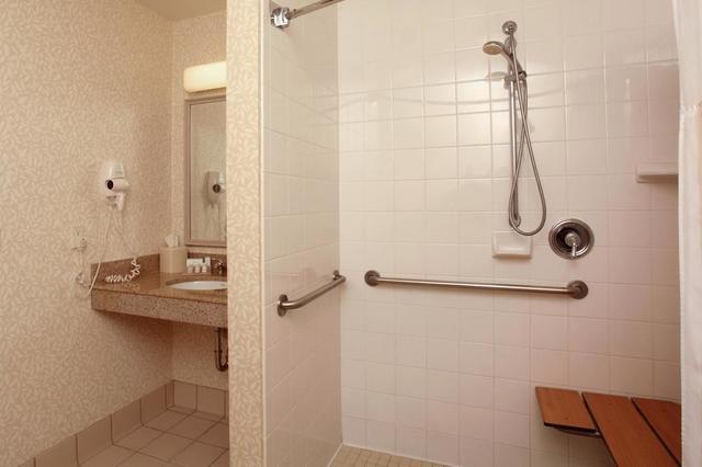 bathroom - Hilton Garden Inn Spokane