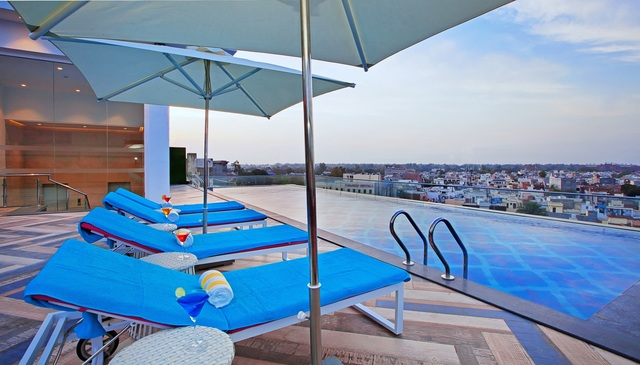 Rooftop_Swimming_Pool_Deck_Day_View