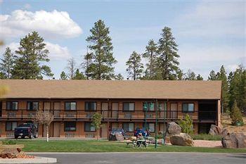 889918 3 13 5 105 E Center Street Bryce Canyon City