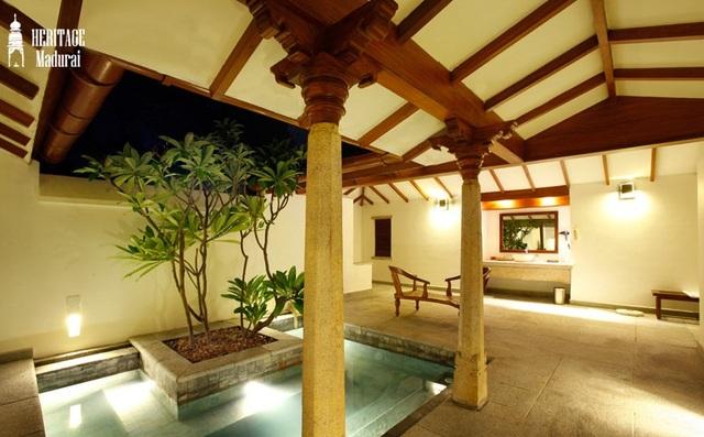 Pool_in_side_luxury_villa