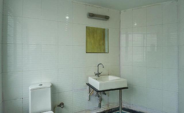 Gold_Bathroom