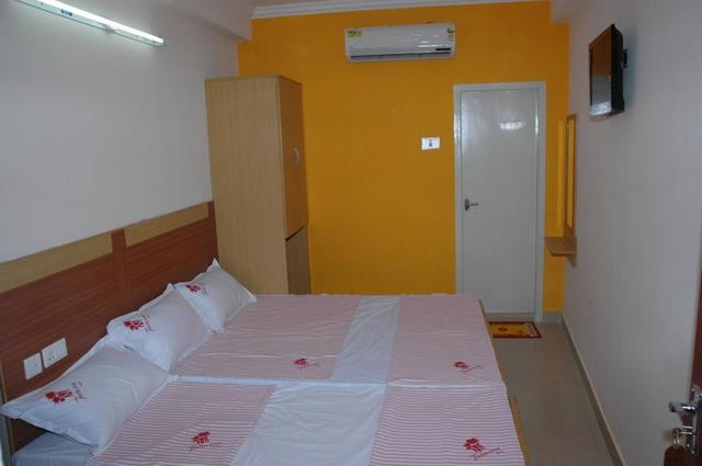 hotel-palm-tree-vellore-guest-room-43187068225fs