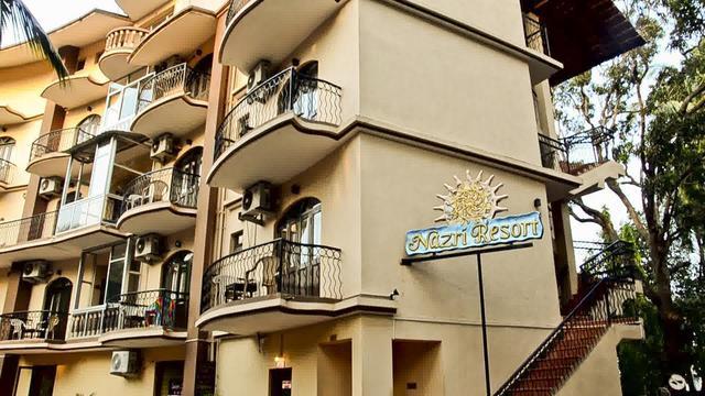 nazri-resort-goa-facade2-28610486fs