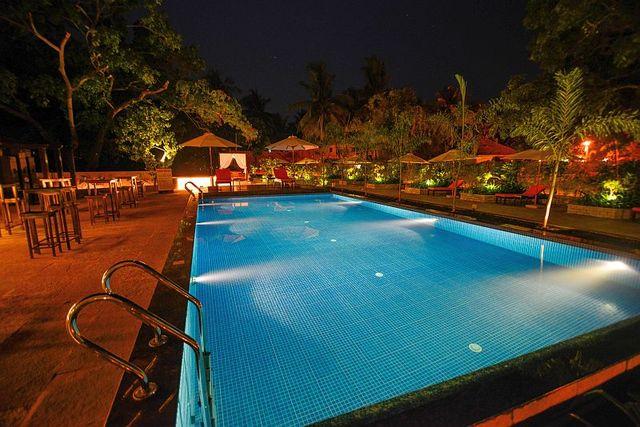 pool_view_night