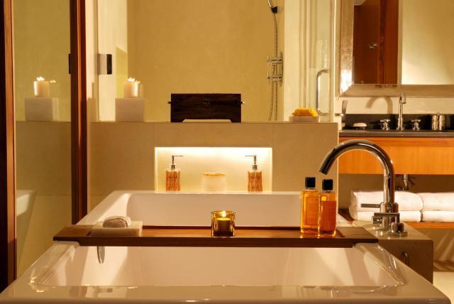 Guest_Room_-_Bathroom__landscape__0.preview