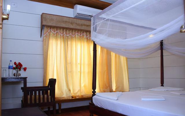 Indraprastham_Houseboat_(3)