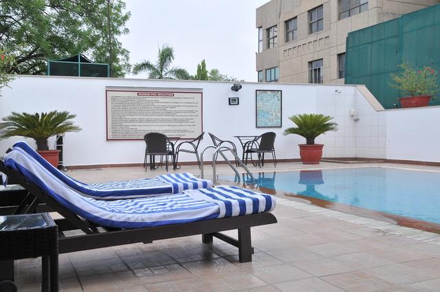 Swimming_Pool_(0)