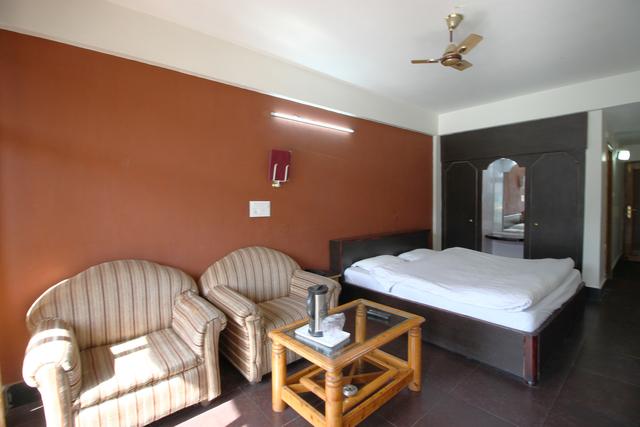 Welcome_parl_lake_facing_Luxury_Room_(1)