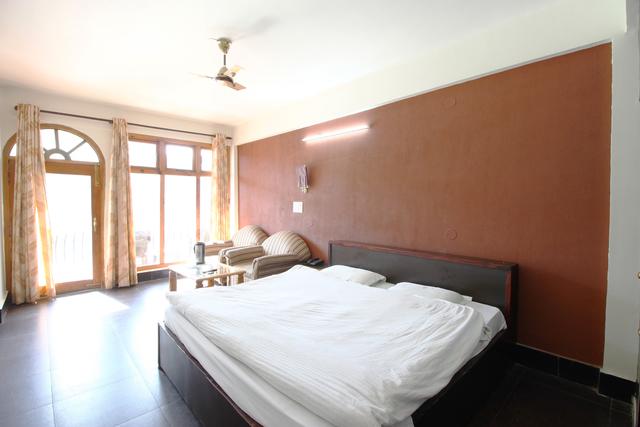 Welcome_parl_lake_facing_Luxury_Room_(4)