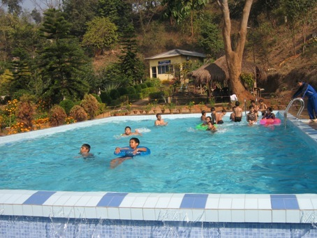 18._Children_enjoying_the_pool