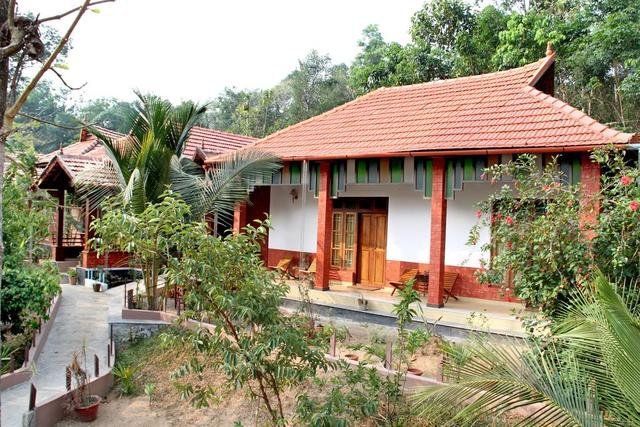 Mannaas Veedu Homestay Pathanamthitta Room Rates