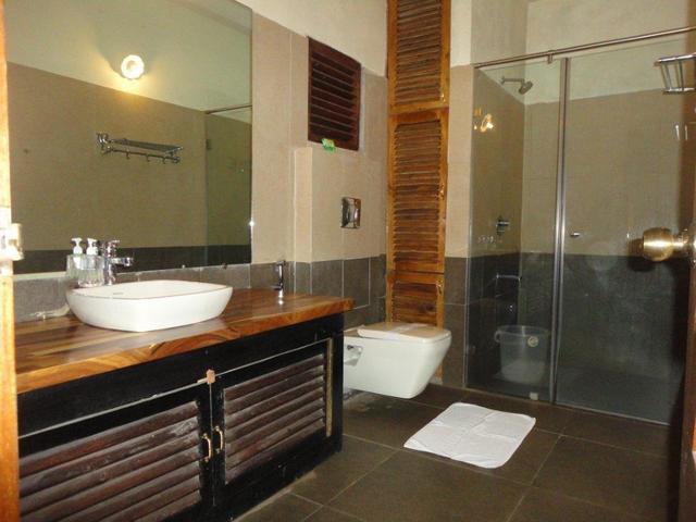 Deluxe_room_Annex_Block_(_C_)_Bathroom