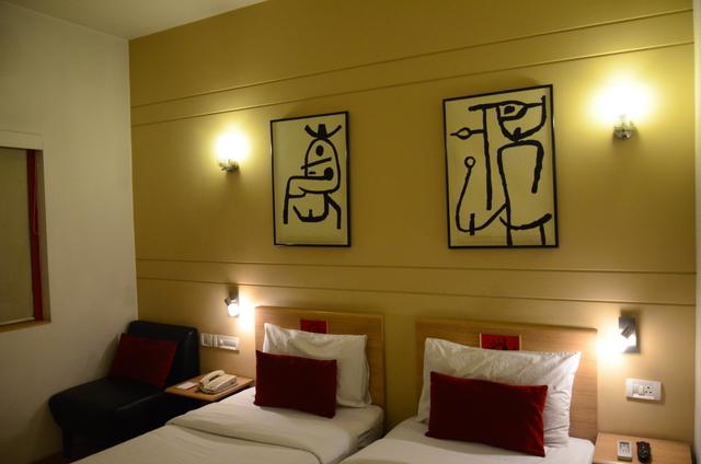 Twin_Room_(2)