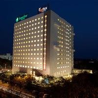 Facade_Red_Fox_Hotel_Hyderabad